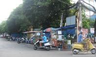P15, Q10: Nhiều hàng quán vô tư lấn chiếm lòng lề đường