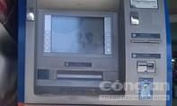 Ba đối tượng người Bulgaria làm giả thẻ ATM rút trộm gần 100 ngàn USD
