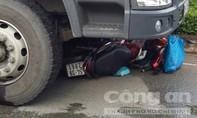 Xe tải cuốn xe máy, 1 người chết, 2 người nguy kịch