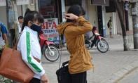 Không khí lạnh tràn về, người Hà Nội co ro khi ra đường