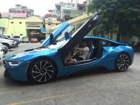 Xe BMW i8 màu xanh ngọc duy nhất ở Việt Nam 'chưa kịp chạy rốt-đa' đã bị tông vỡ đầu