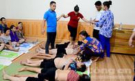 """Clip """"cô Phú"""" ở Thái Nguyên giẫm đạp lên hàng trăm người gây xôn xao"""