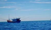 Xô xát với thuyền trưởng, 4 ngư dân nhảy xuống biển