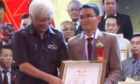 Xôn xao vụ một thầy bói ở Đắk Lắk được vinh danh