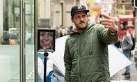 Fan cuồng Apple dùng robot giữ chỗ xếp hàng mua iPhone