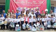 Báo CATP mang trung thu đến cho trẻ em nghèo vùng sâu
