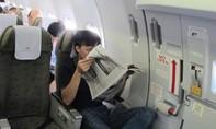 Tự ý mở cửa thoát hiểm, chuyên gia về máy bay phải khắc phục sự cố