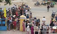 Huế: Hàng trăm tiểu thương vây trụ sở UBND tỉnh kêu cứu