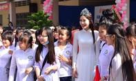 Sao Việt đẹp hút hồn với áo dài trắng