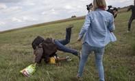 Nữ nhà báo Hungary ngáng chân người tị nạn gây chấn động dư luận