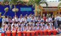 Trao 400 phần quà tết cho học sinh nghèo