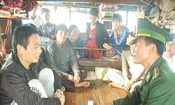 Ngư dân Quảng Bình cứu một người Trung Quốc trôi dạt trên biển