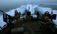 Iran bắt giữ 10 thủy thủ Mỹ khi tàu dừng ở vùng Vịnh