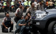 Jakarta rung chuyển bởi loạt tấn công khủng bố, nhiều người thương vong
