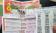 Thanh niên sửa vé số lừa các cụ già đổi tiền trúng giải