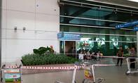 Hành khách nước ngoài rơi lầu ở sân bay Tân Sơn Nhất