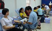 Hàng trăm sinh viên tham gia hiến máu tình nguyện