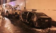 Hàng chục ô tô quay đầu chạy ngược trong hầm Hải Vân khi taxi bốc cháy