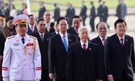 Đoàn đại biểu Đại hội XII viếng lăng Chủ tịch Hồ Chí Minh