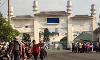 Hàng ngàn công nhân la lối trước cổng Khu công nghiệp Biên Hòa 2