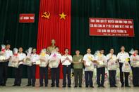 Báo Công an TP.HCM tặng quà Tết cho cán bộ, quân dân huyện đảo Trường Sa