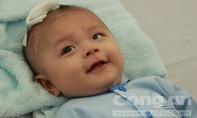 Bé trai bị dao đâm xuyên não siêu đáng yêu từ bệnh viện trở về nhà đón Tết