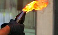 Tạt xăng đốt hàng xóm vì bị chửi bới sau tiệc cưới