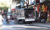 Người dân khóc ròng vì cấm xe tải trên con đường huyết mạch