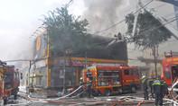 Cháy gara ô tô gây thiệt hại tiền tỷ ở Sài Gòn