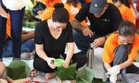 Lãnh sự Nam Phi cùng sinh viên gói bánh chưng tặng người nghèo TP.HCM đón Tết