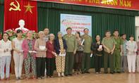 Trao 500 triệu đồng quà Tết cho đồng bào nghèo miền Trung