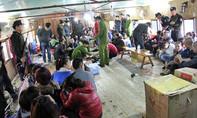 Bắt 62 con bạc say mê sát phạt ở nhà nổi trên sông Hồng