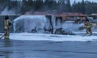Xe điện Tesla cháy trơ khung khi đang sạc ở Na Uy