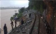 Mưa to khiến đường sắt Bắc – Nam đoạn qua Quảng Bình tê liệt