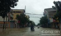 Nhiều trường cho học sinh nghỉ do mưa lũ