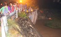 Trắng đêm tìm thi thể bé trai bị nước cuốn trôi ở Bình Dương