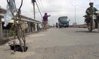 TP.HCM: 'Hố tử thần' sâu gần 2m xuất hiện trên cầu