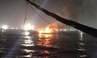 Cứu sống 5 thuyền viên trên tàu cá bị cháy giữa biển