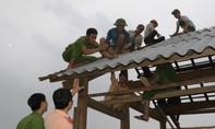 Công an khẩn trương dựng nhà giúp dân sau trận lũ lịch sử