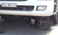 Né xe máy dựng ở lòng đường, người phụ nữ bị xe bồn cán chết
