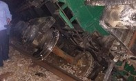 Lật toa tàu, đường sắt Bắc - Nam tê liệt nhiều giờ
