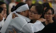 Người thân, bạn bè khóc nghẹn tiễn 3 phi công về đất mẹ