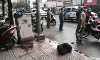 Vụ chém lìa tay người đàn ông trên phố Sài Gòn: Trong ba lô của nạn nhân cũng có một cây mã tấu