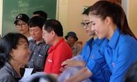 Hoa hậu Mỹ Linh, Thanh Tú đẹp giản dị trong màu áo xanh tình nguyện