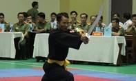 Học Karate để trấn áp tội phạm