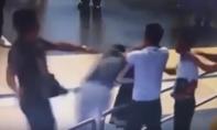 'Soái ca' áo đen cứu nữ nhân viên Vietnam Airlines không gây rối