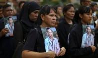 Người Thái rơi nước mắt viếng linh cữu nhà vua Rama IX
