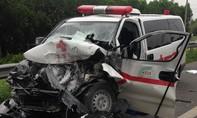 Xe cứu thương gặp nạn trên đường cao tốc, tài xế tử vong