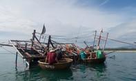 Một tàu cá bị chìm ở Trường Sa, 15 ngư dân trôi dạt trên biển