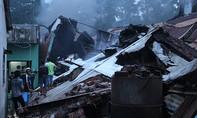Xưởng keo rộng hơn 500m2 cháy rụi trong chiều mưa